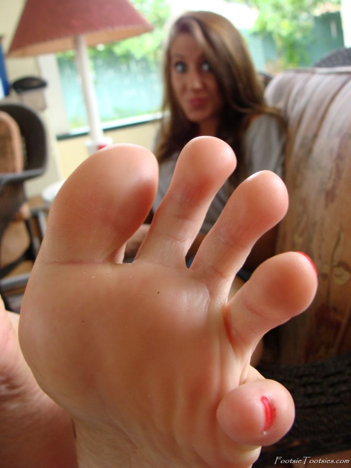 Girls feet pictures