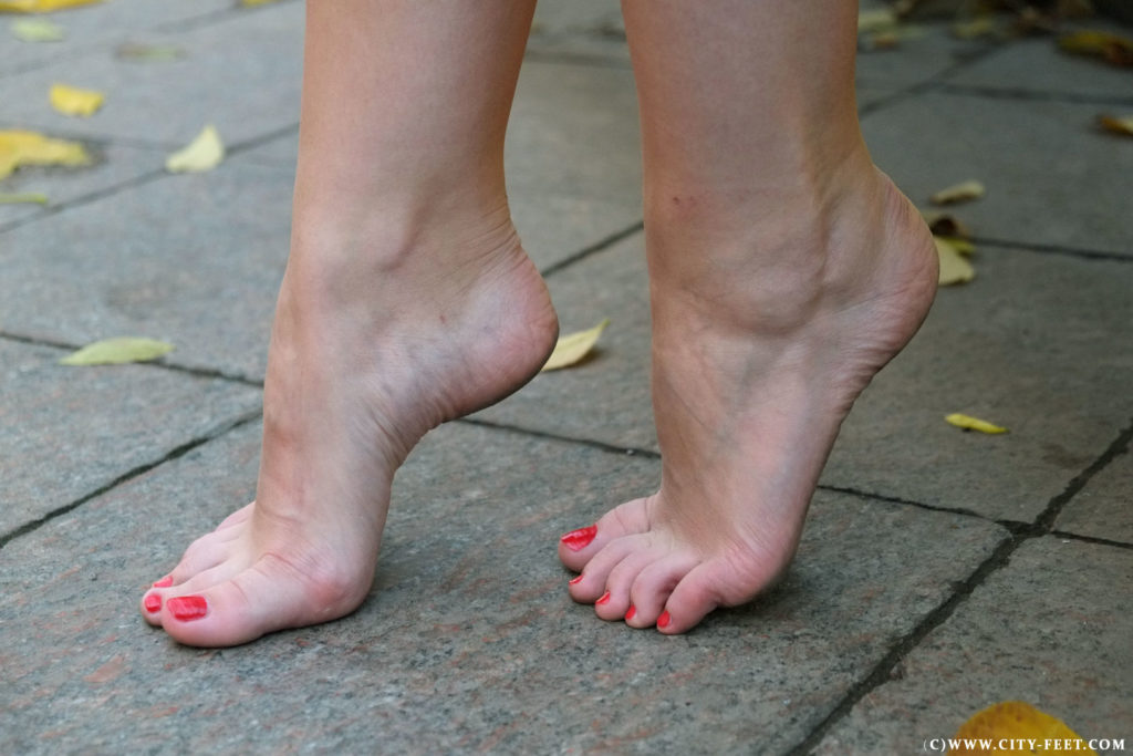 Girls with dirty feet