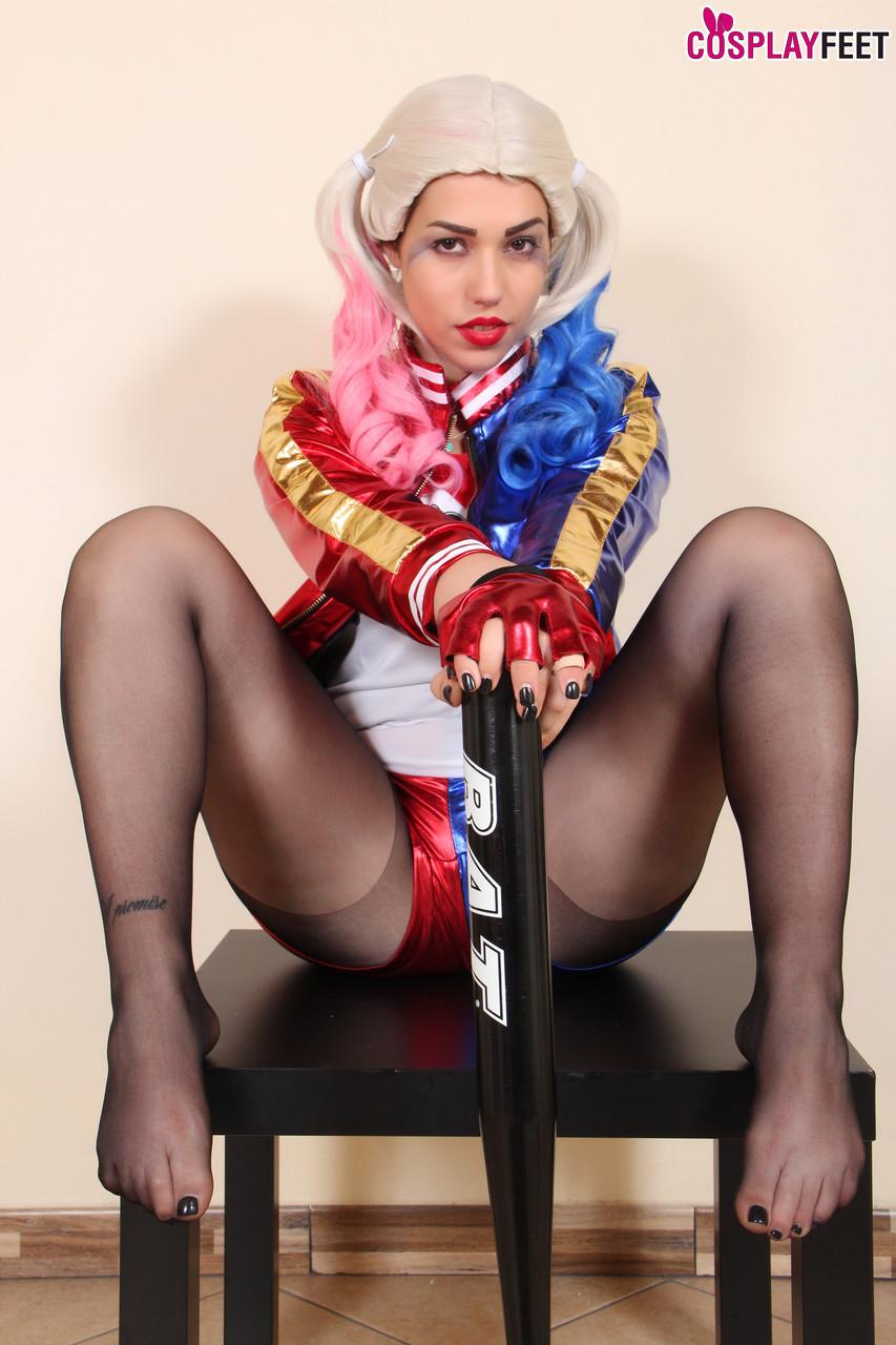 Harley Quinn Footjob
