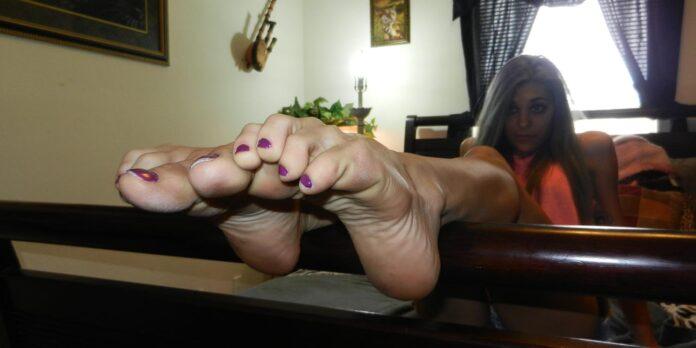 Barefoot women girls feet women's feet soles